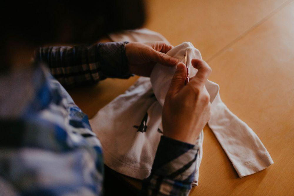 Comment débuter en couture upcycling ?