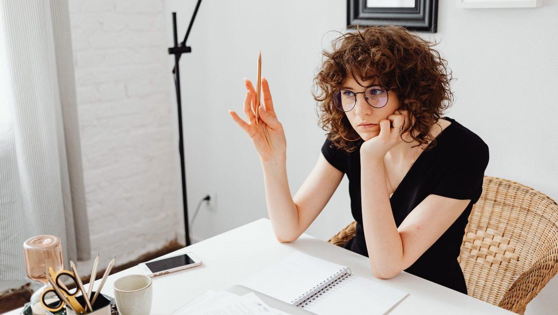 Le télétravail accentue le manque de confiance en soi qui est déjà le frein majeur à l'évolution professionnelle des femmes.