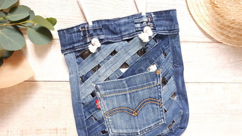 Le sac filet a fait son grand retour. Je vous propose une version revisitée en mode upcycling de vieux jean.